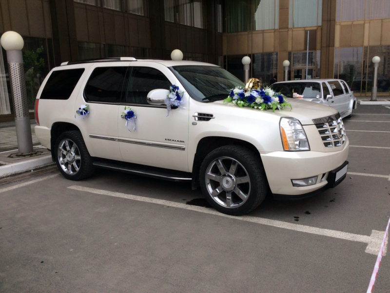 Cadillac Escalade - фото 1