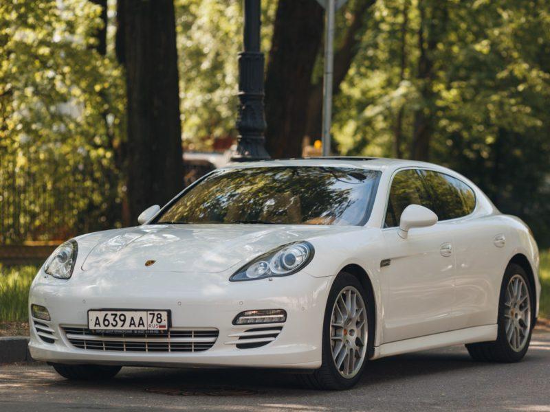 Porsche Panamera - фото 1