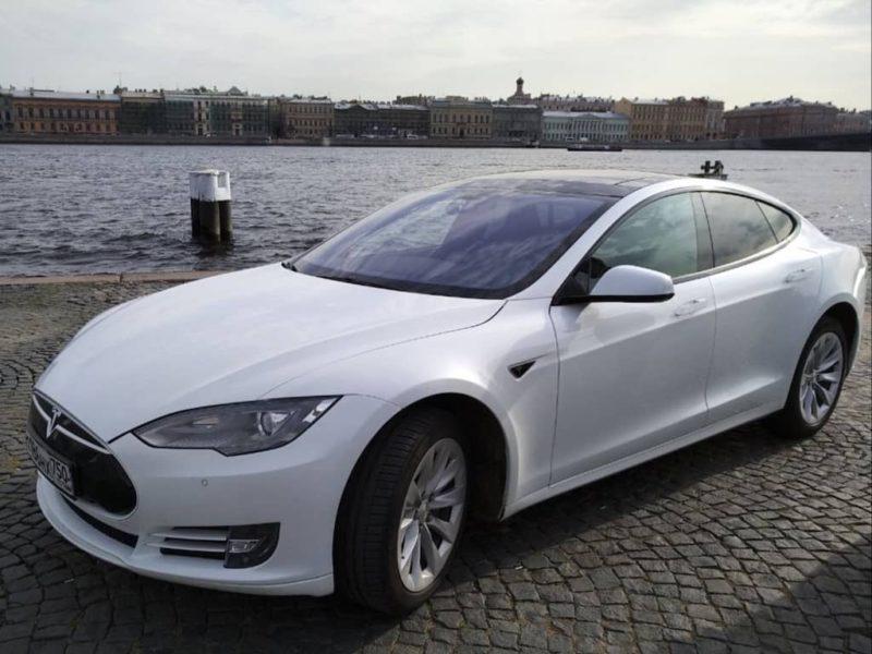 Tesla Model S - фото 1