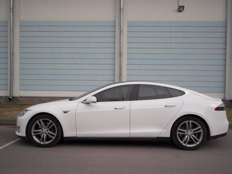 Tesla Model S - фото 4