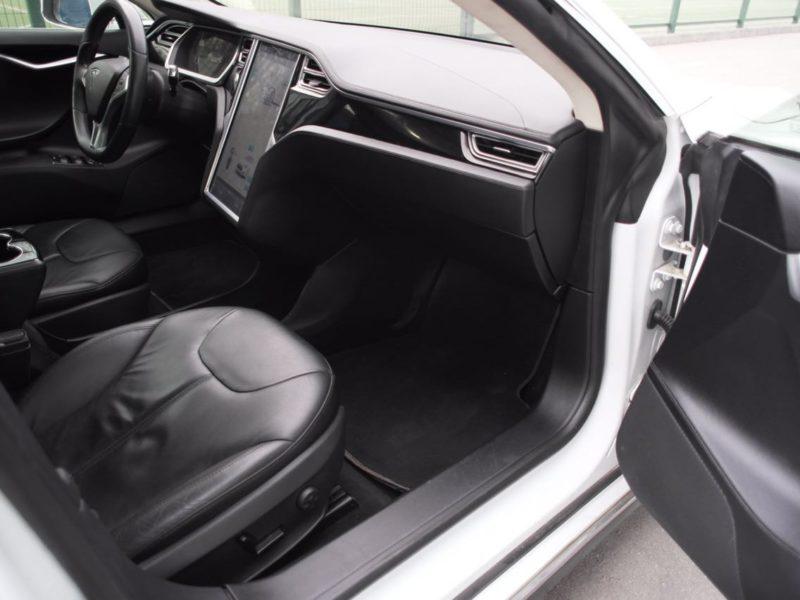 Tesla Model S - фото 7