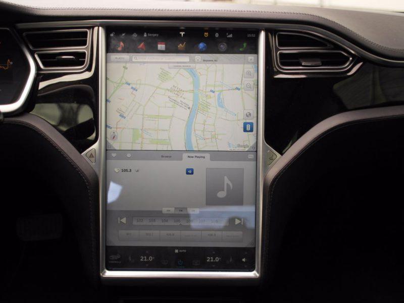 Tesla Model S - фото 9