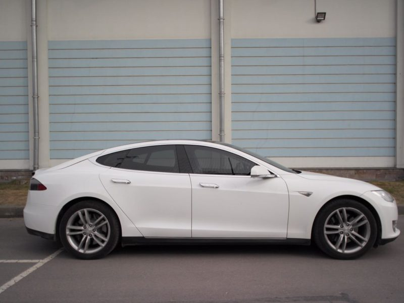 Tesla Model S - фото 2