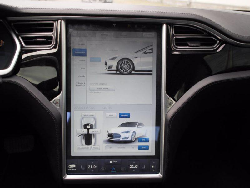 Tesla Model S - фото 8