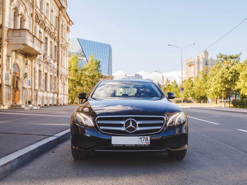 Mercedes E 200 - фото 1