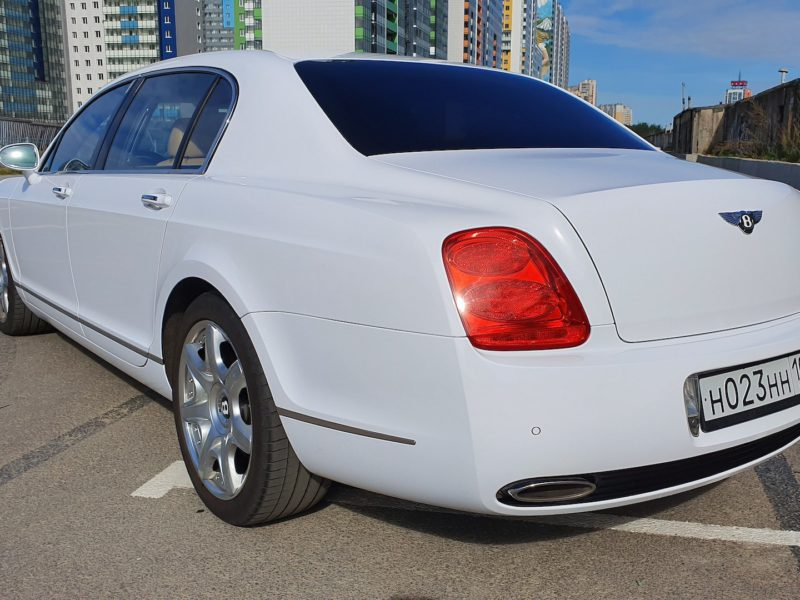 Bentley Continental Flying Spur - фото 3