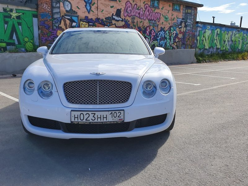 Bentley Continental Flying Spur - фото 9